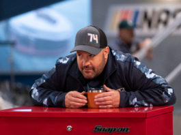 KEVIN JAMES in THE CREW (image - Netflix)